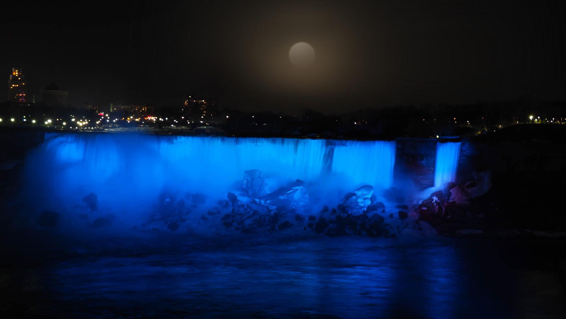 Vollmond über den Niagara Falls