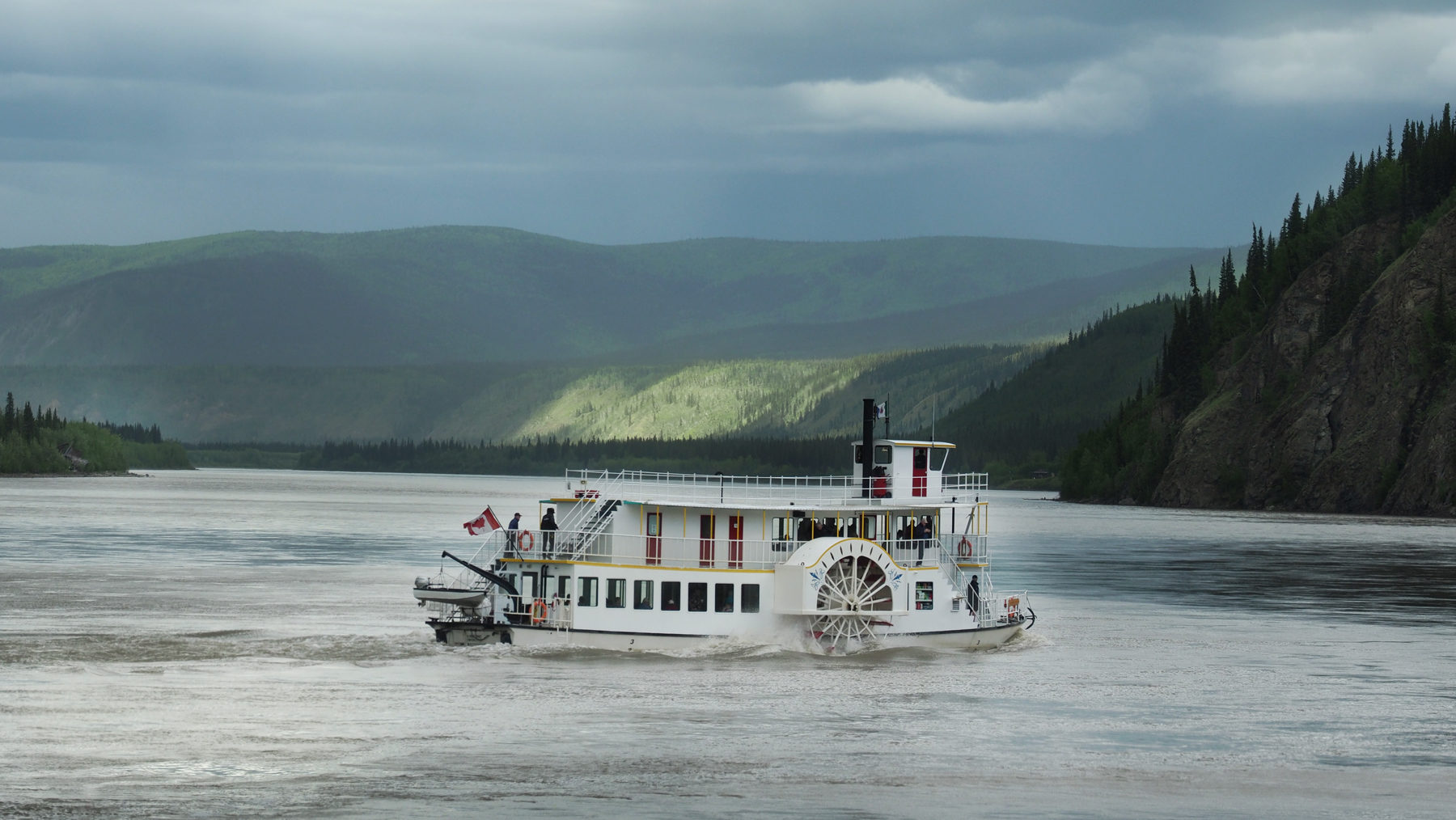 kleiner Ausflugsdampfer auf dem Yukon