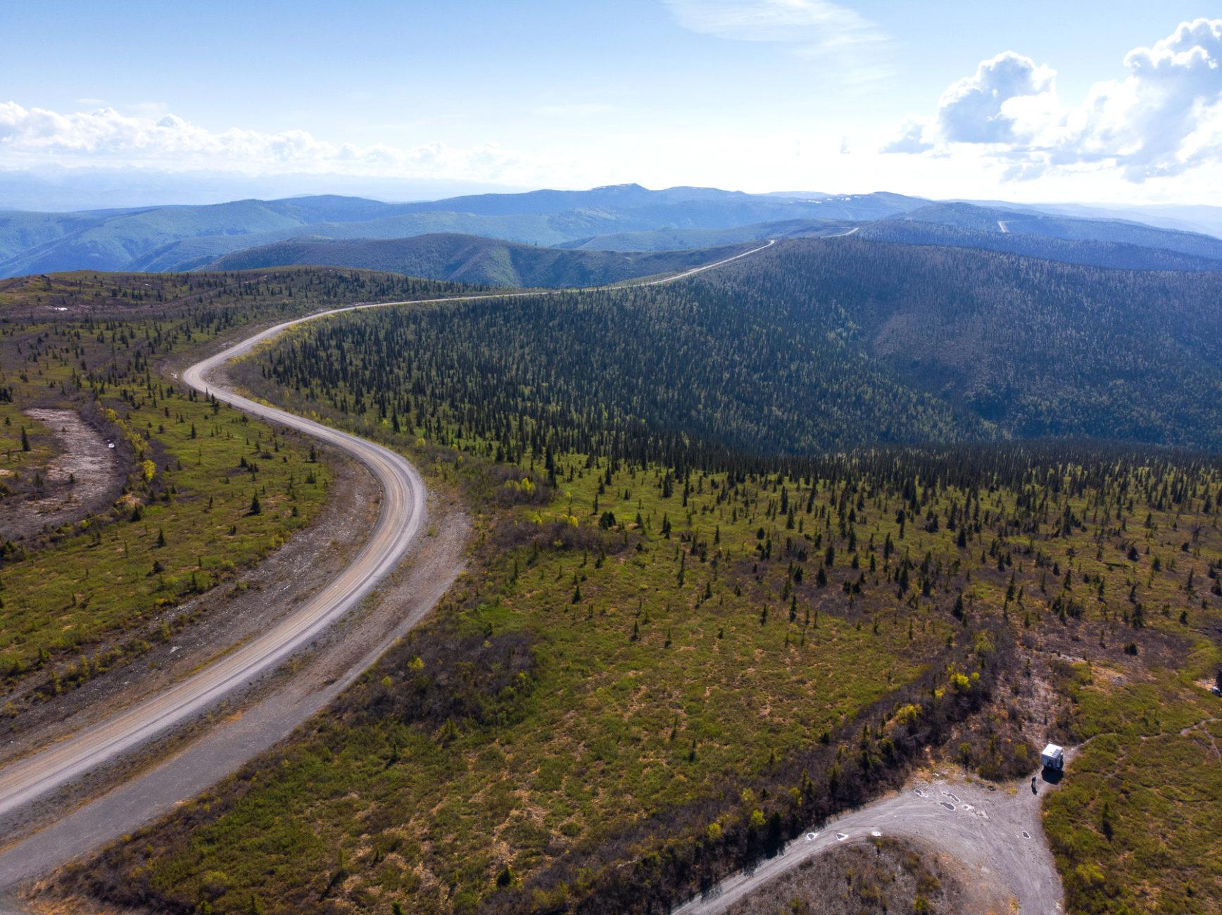 der Top of the World Highway macht seinem Namen alle Ehre