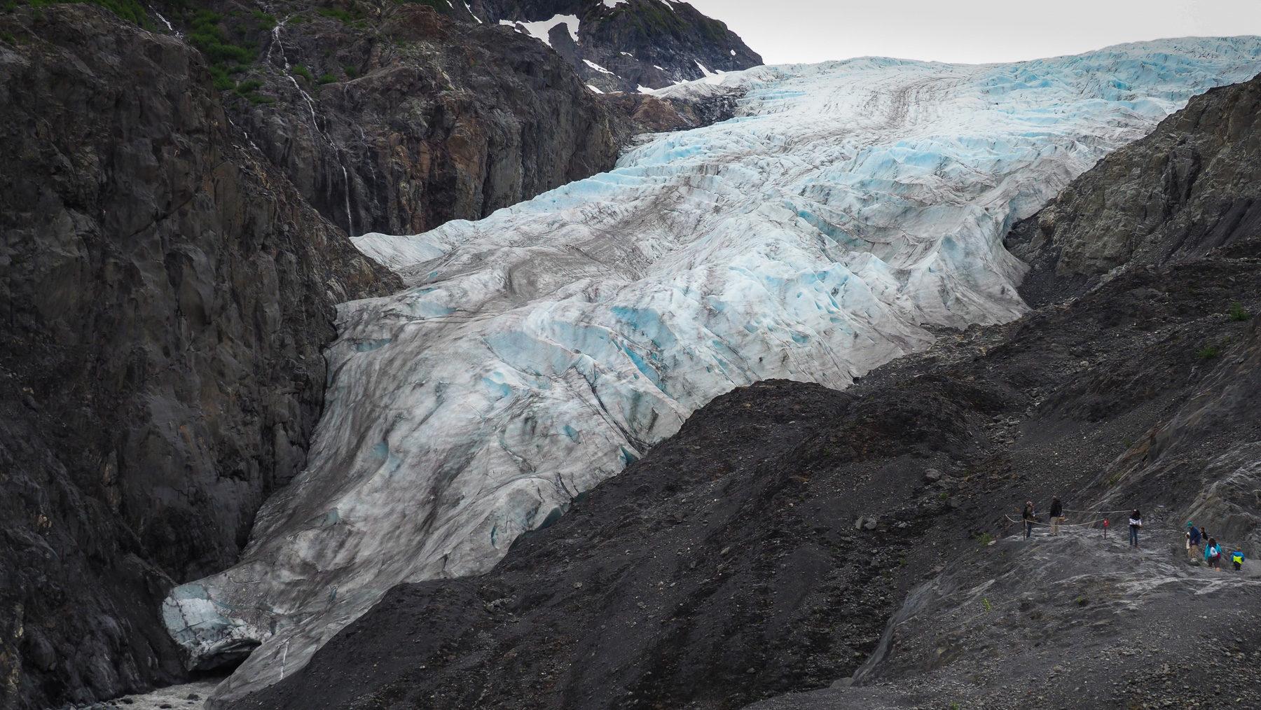 man kann sehr nahe an den Gletscher heranlaufen