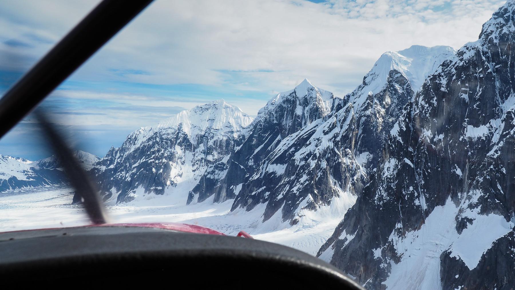 Flug entlang der Alaska Range