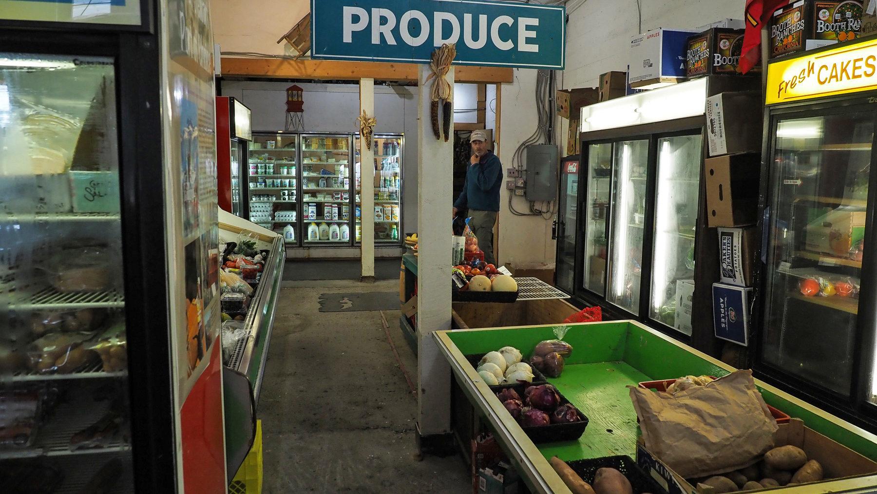 so sieht hier auch der einzige Supermarkt aus - am Ende der Welt