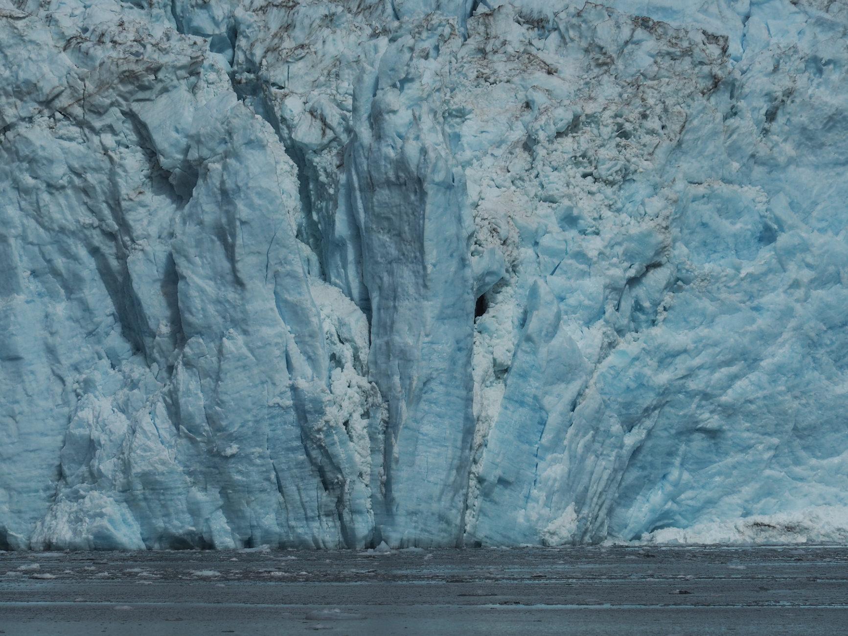 Eis, Berge von blau schimmerndem Eis