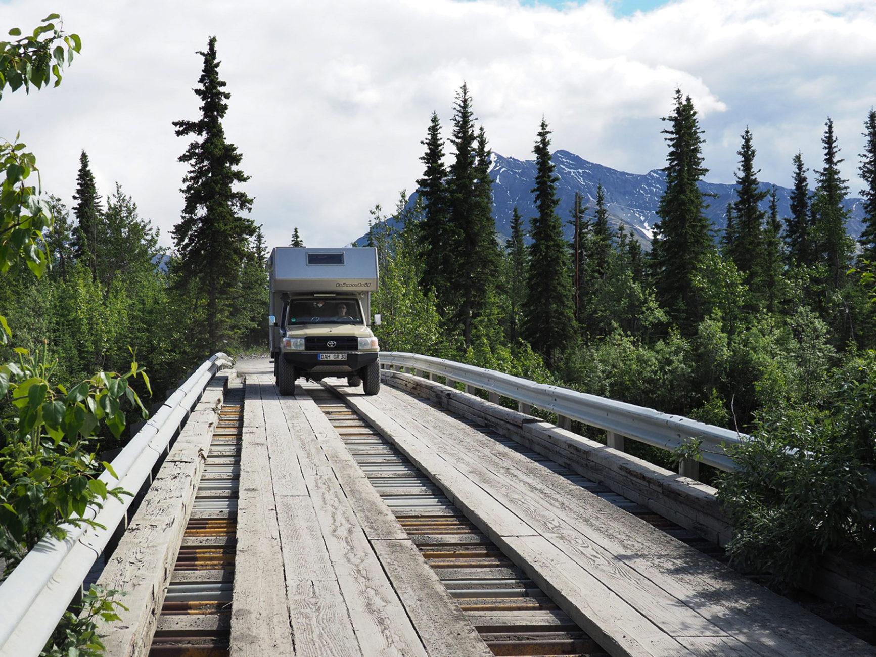 teilweise abenteuerliche Wege in die Berge des Wrangell NP