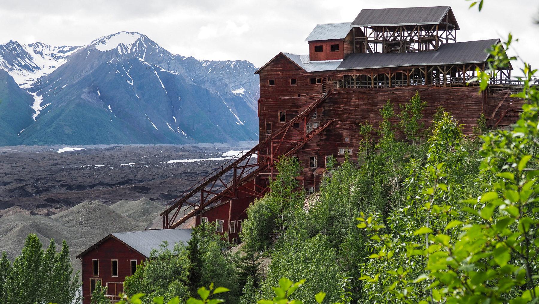 Kennecott Mill, 14 Stockwerke hoch! an einen steilen Berghang gebaut