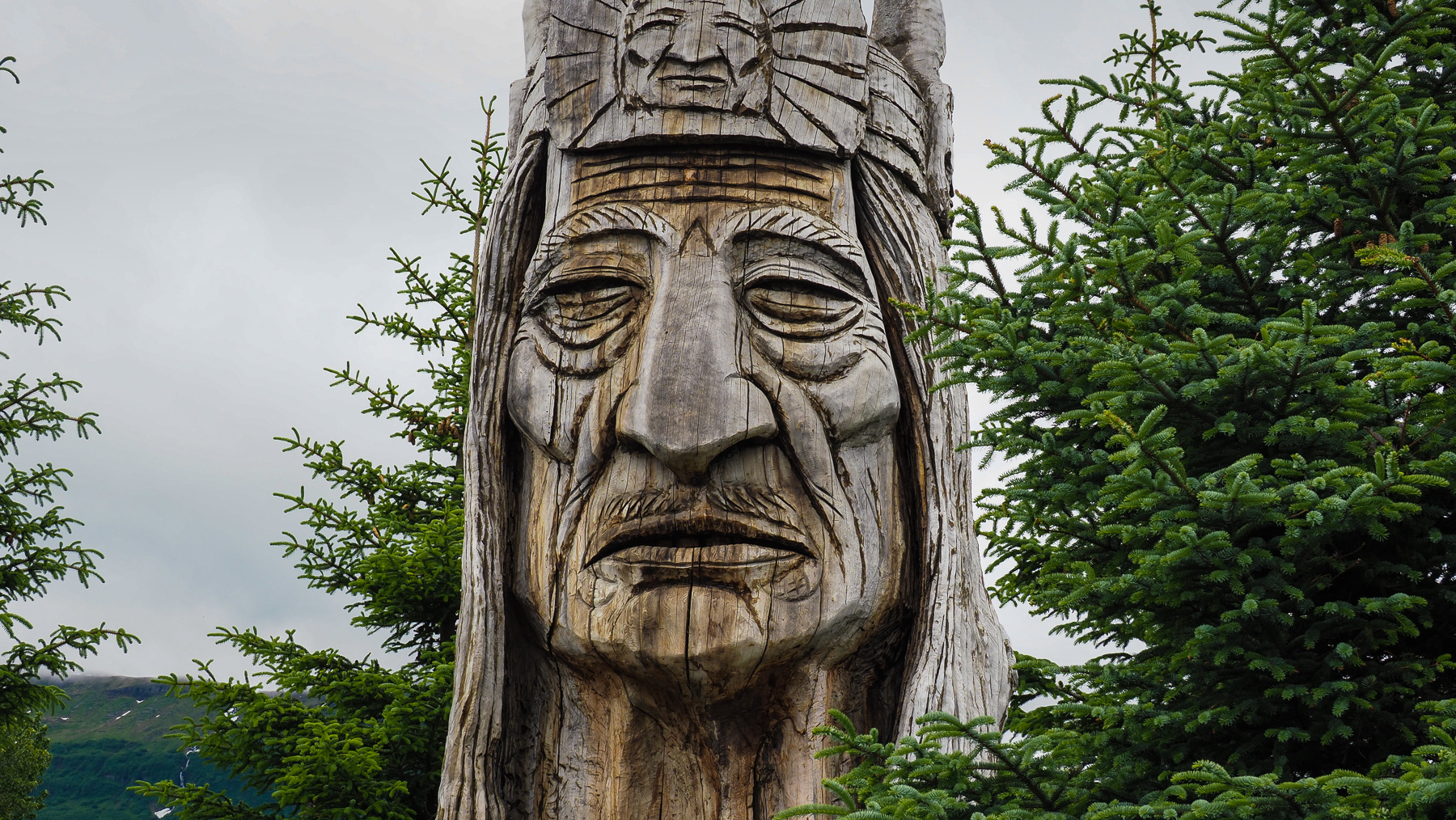 Indianerhäuptling, eine besonders schöne Schnitzerei in Valdez
