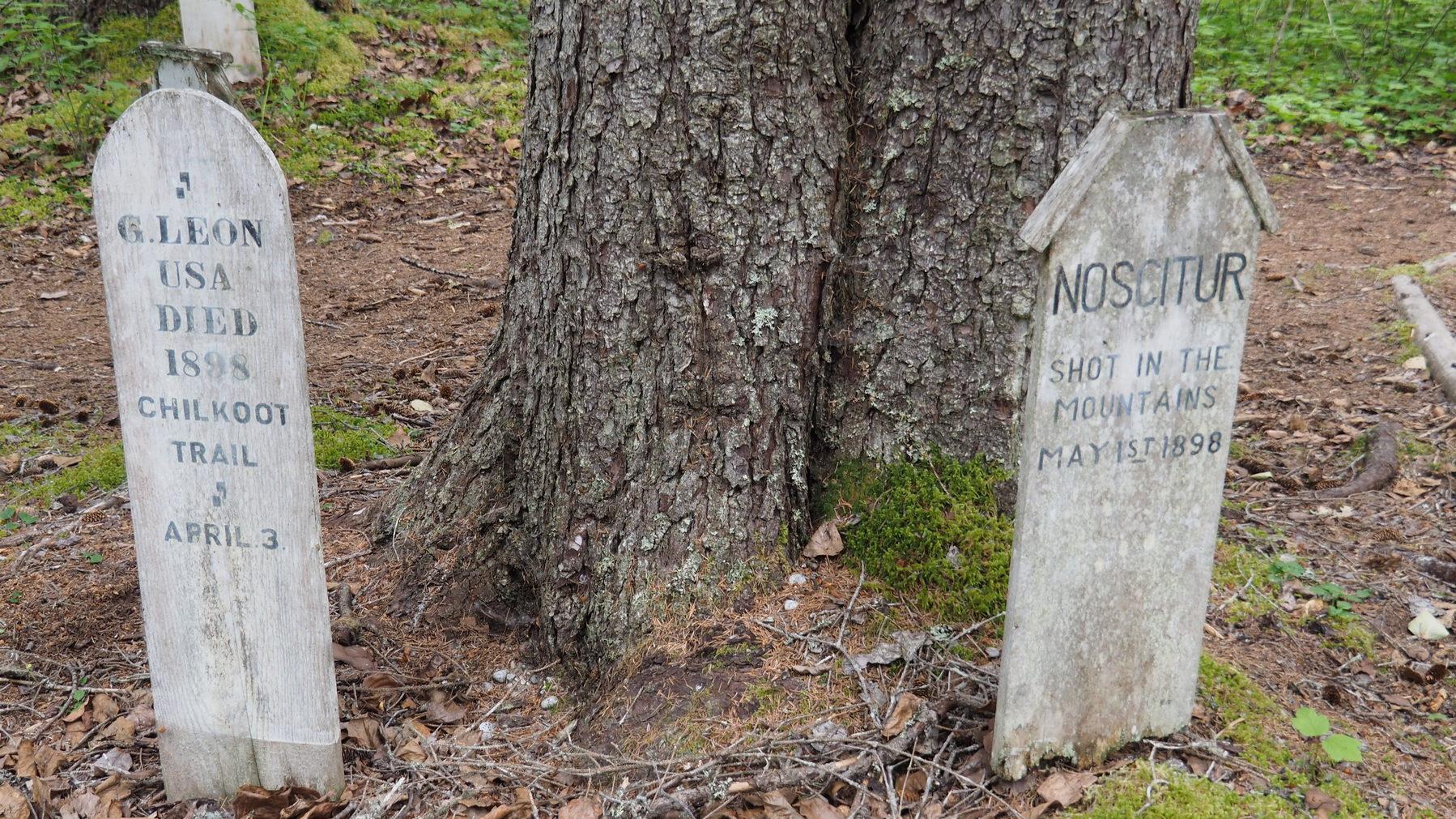 Friedhof in Dyea mit Einigen, die es nicht geschafft haben