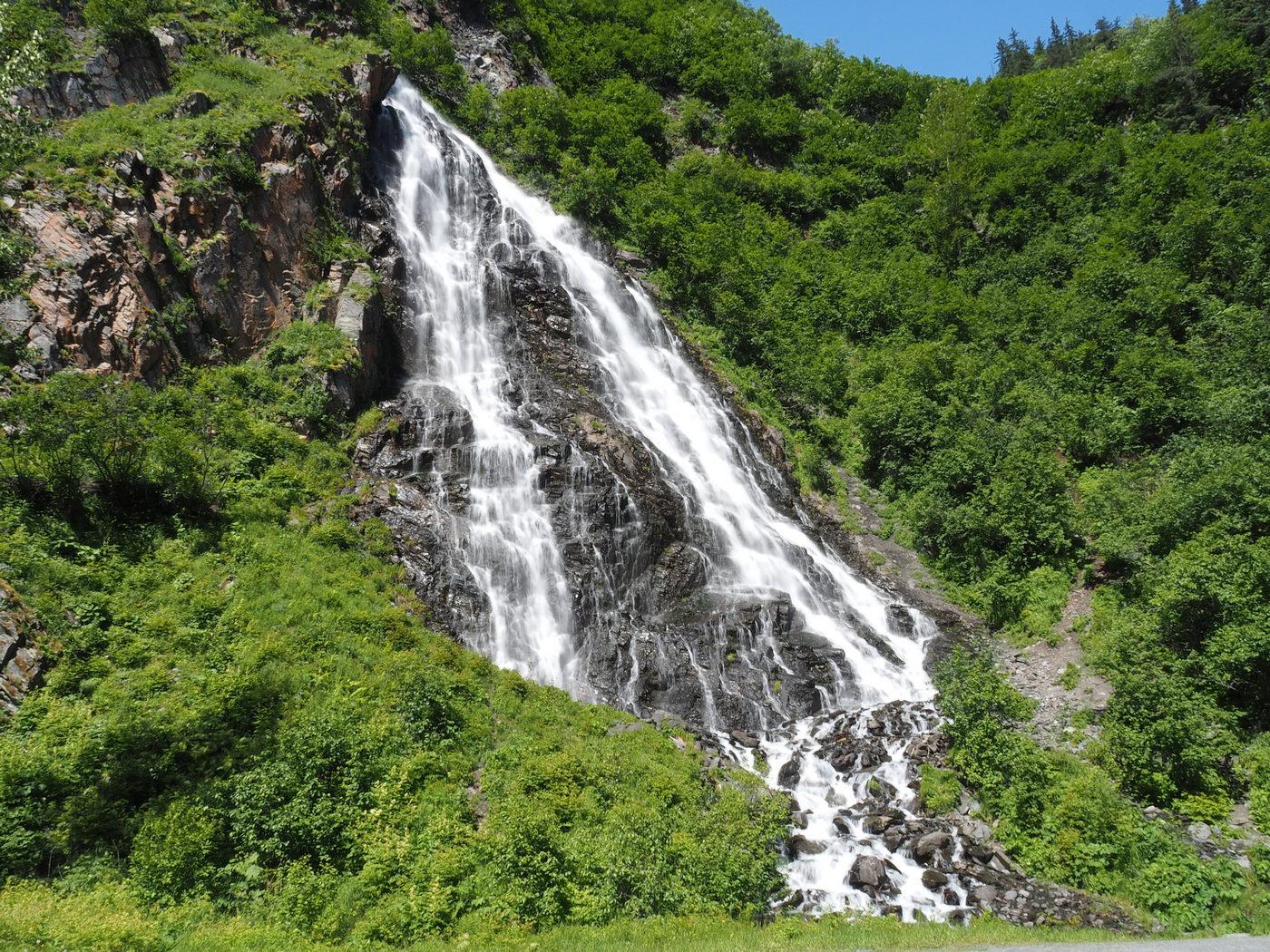 Wasserfall am Thompson Pass