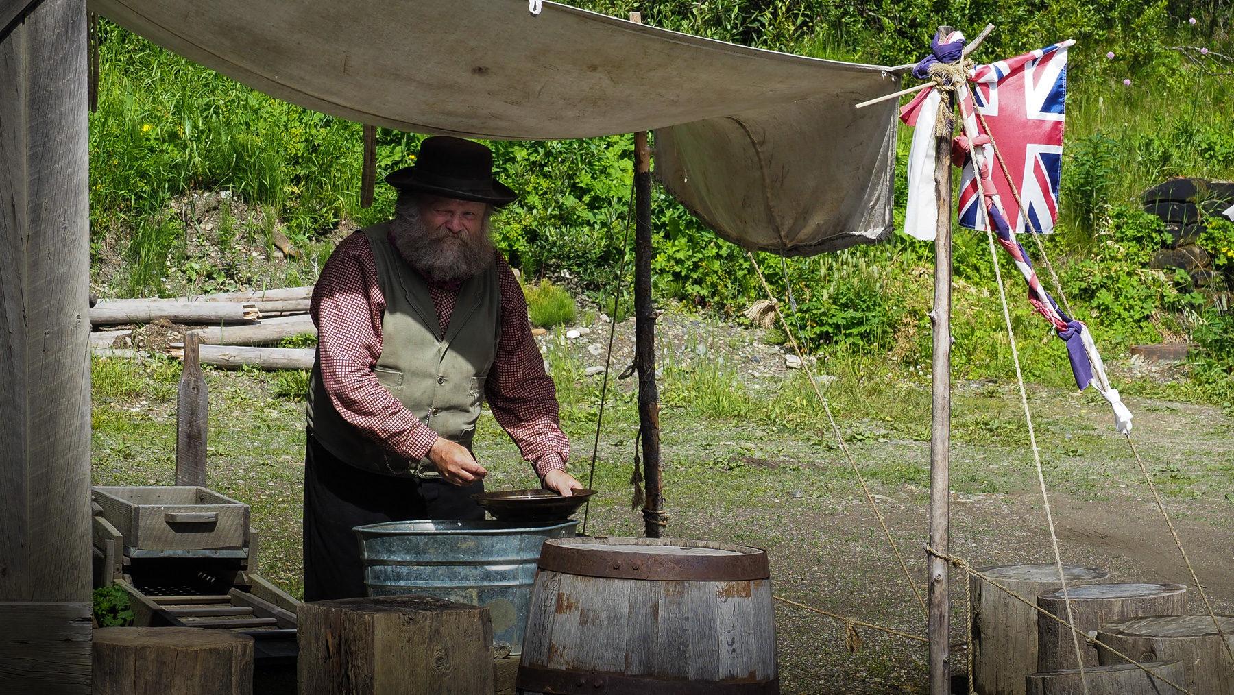 der alte Goldwäscher Mr. Barker