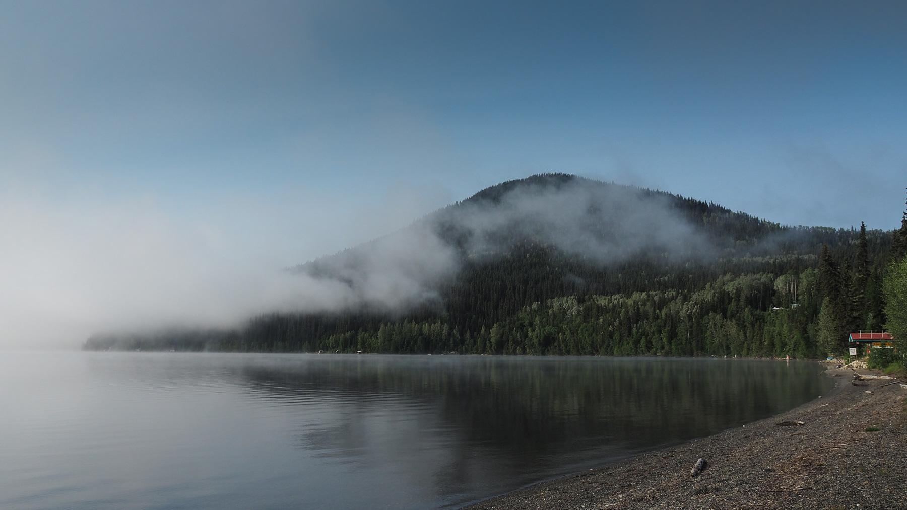 Bowron Lake, der Nebel lichtet sich