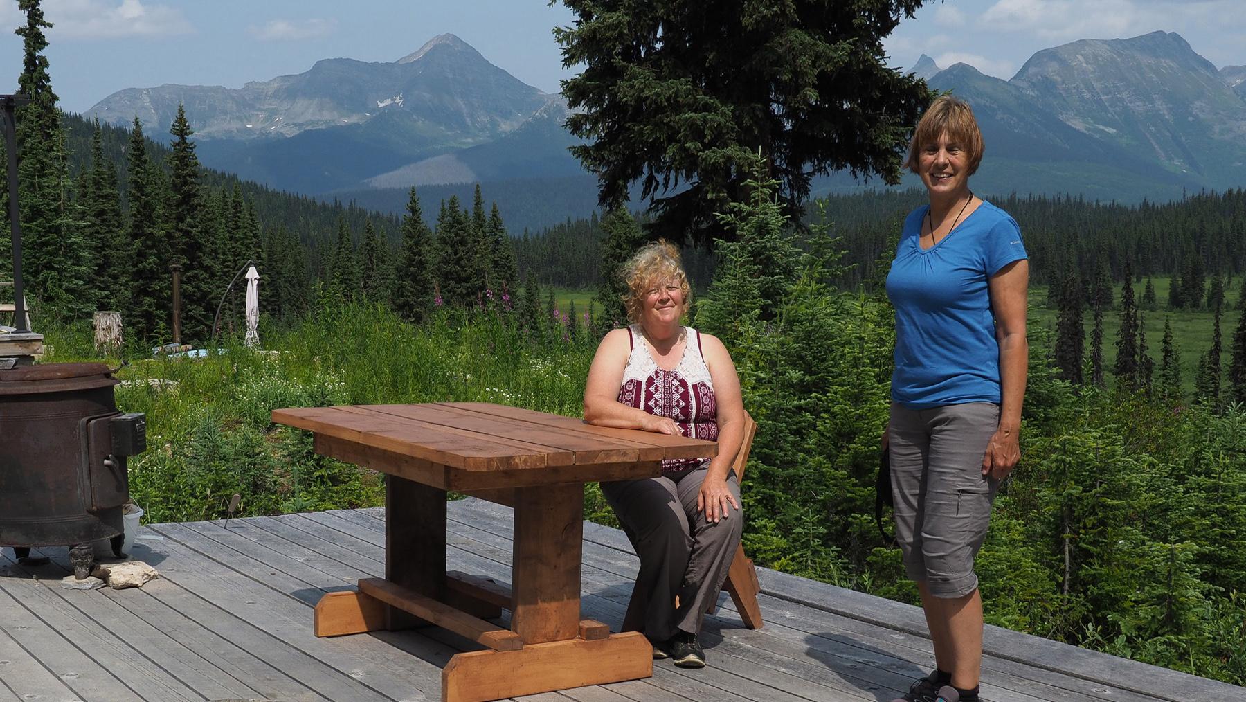 Wirtin Marie, Foto unbedingt mit ihren selbstgebauten Möbeln
