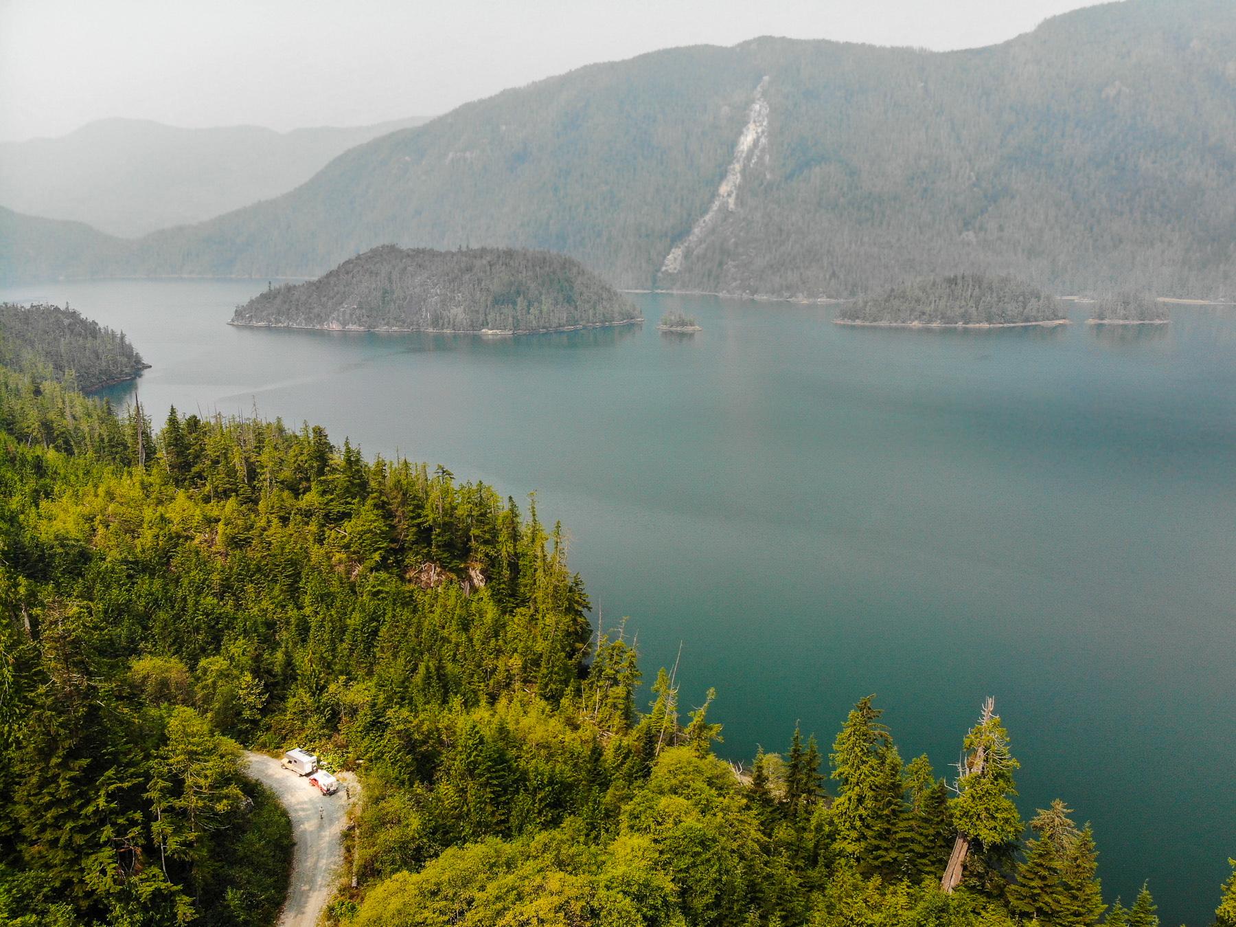 holperige Fahrt ins Hinterland vorbei an Fjorden und Seen