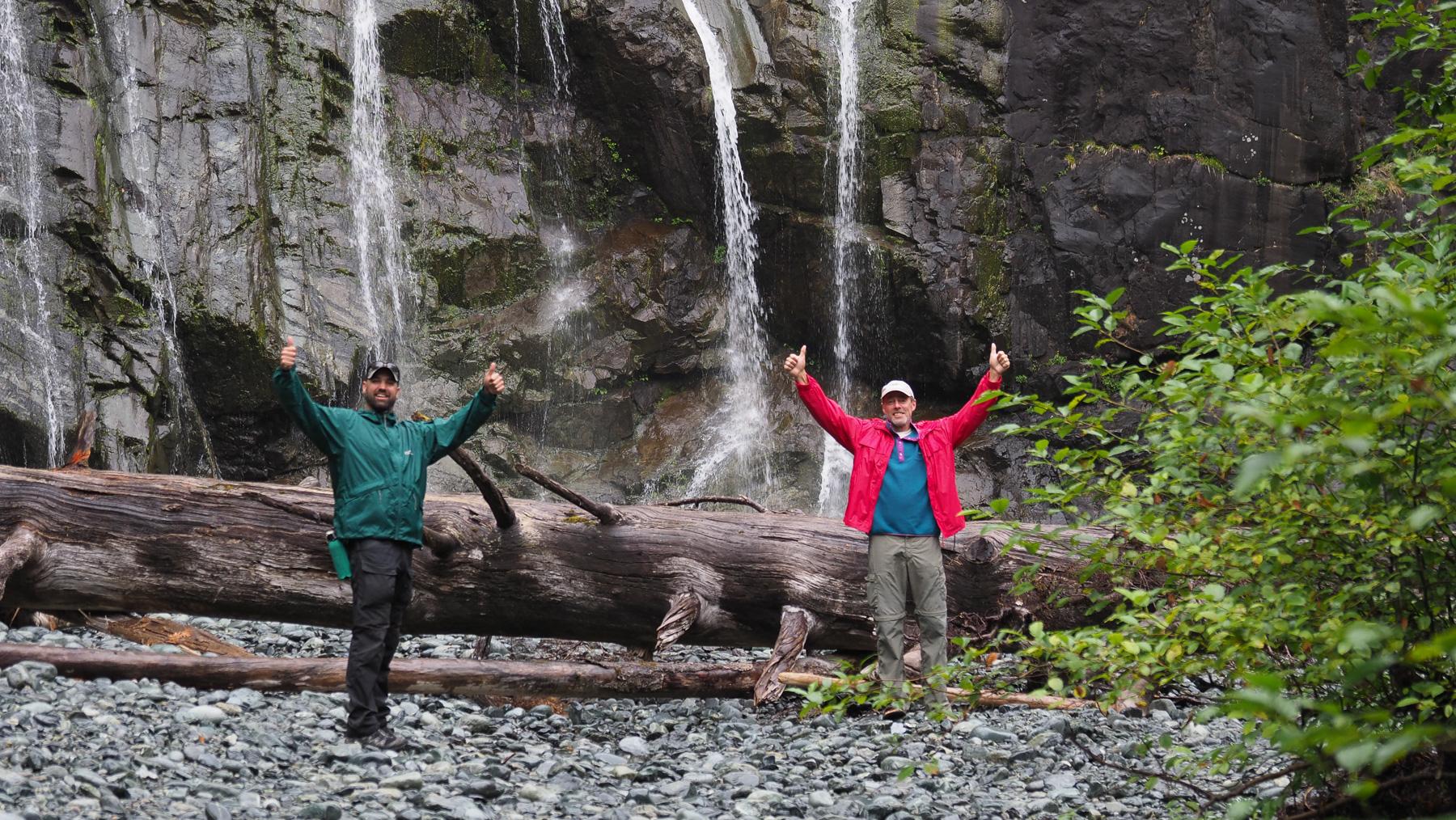 Geschafft! Wir haben den kleinen Wasserfall gefunden