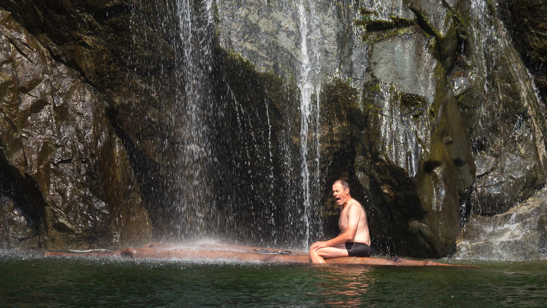Georg genießt das herrliche Wasser
