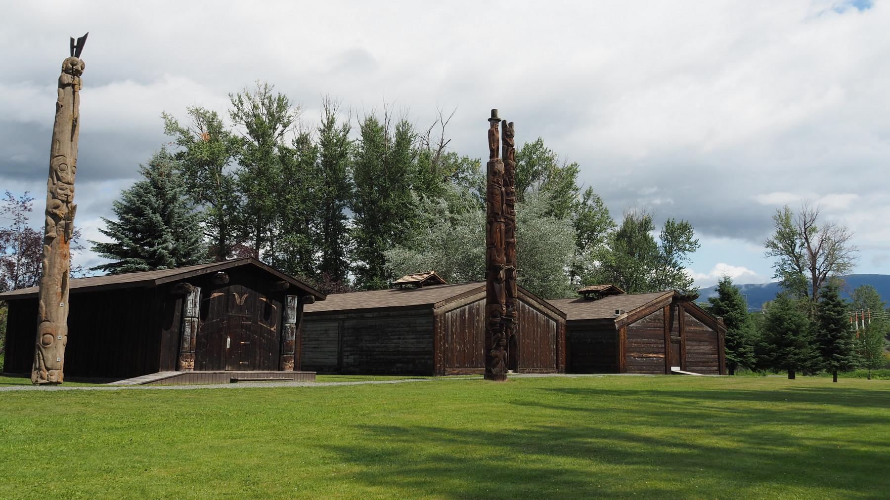 Historische Langhäuser der Gitksan in Hazelton