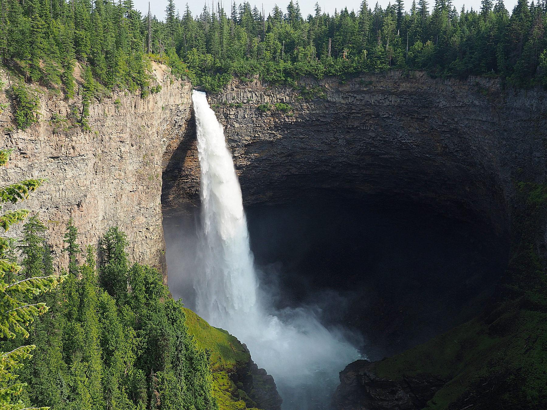 Wunderschöner Helmcken Wasserfall