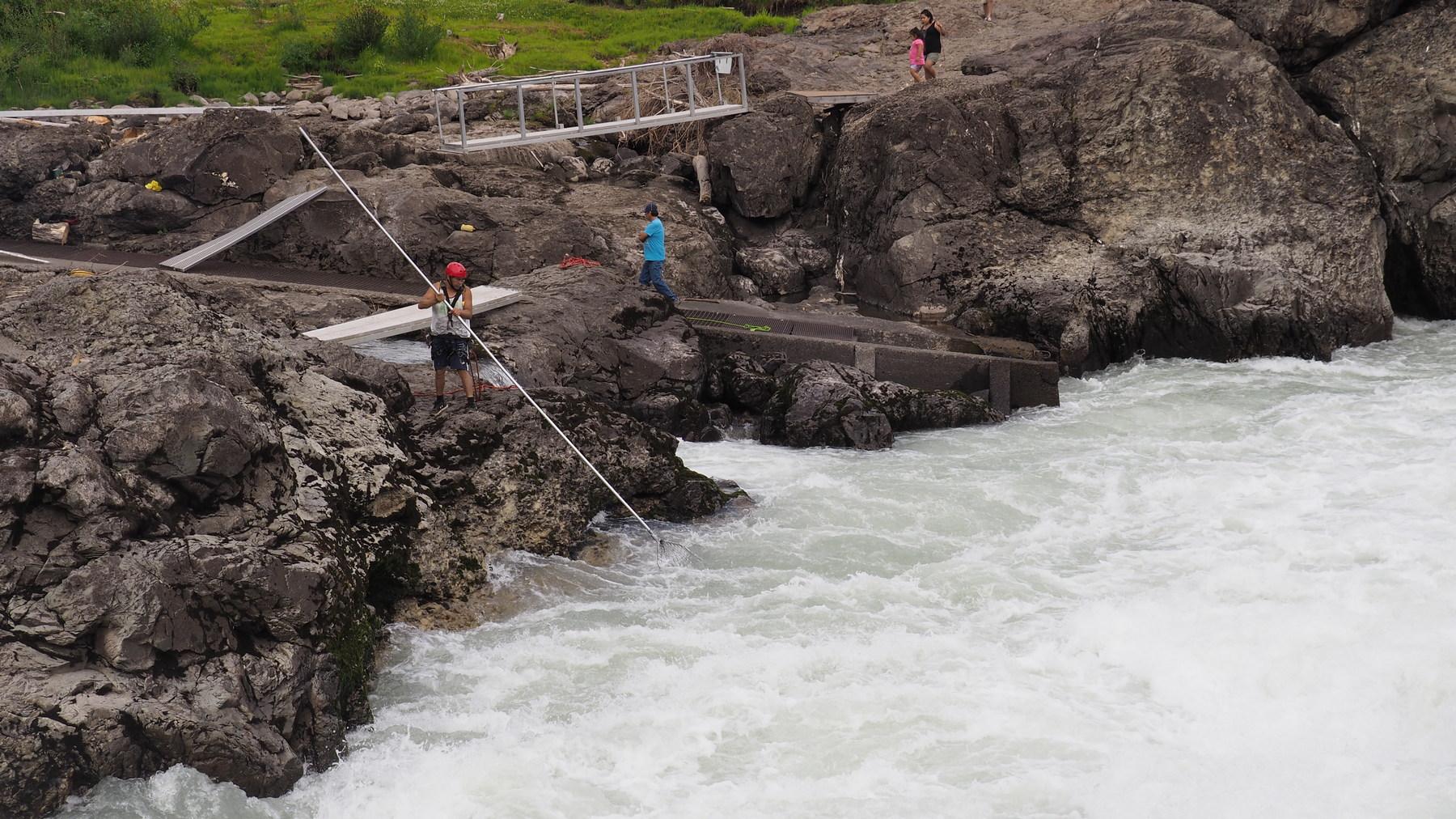Indianer beim Fischen