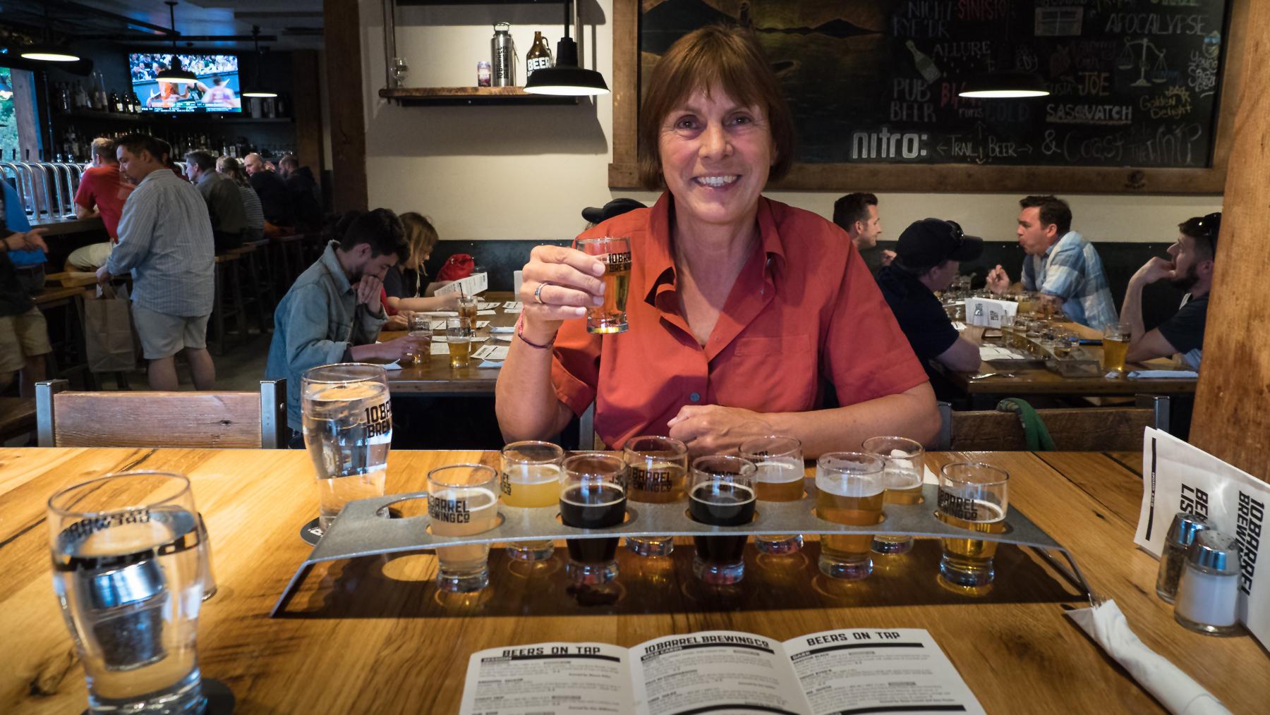 Bierprobe in der 10 Barrel Brewery
