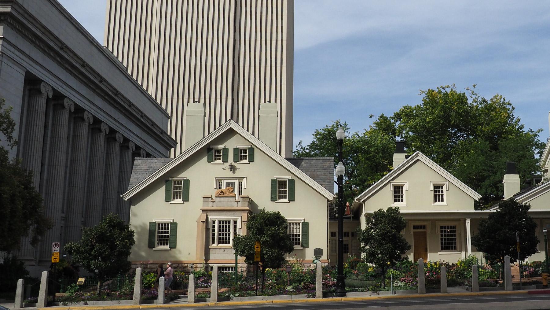 Wohnhaus des Kirchengründers B.Young, das Haus für seine 27 Frauen u. 56 Kinder, das Justizgebäude und im Hintergrund die Kirchenverwaltung