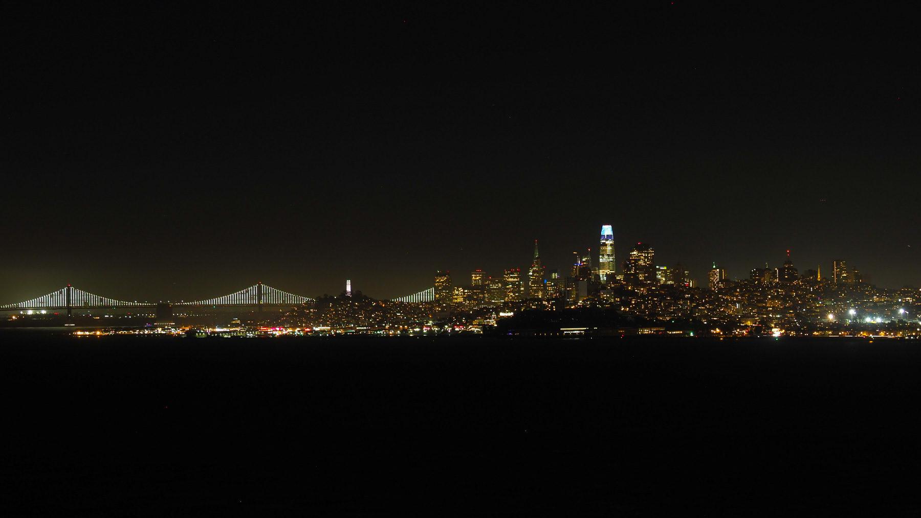 Wunderschöne Skyline bei Nacht