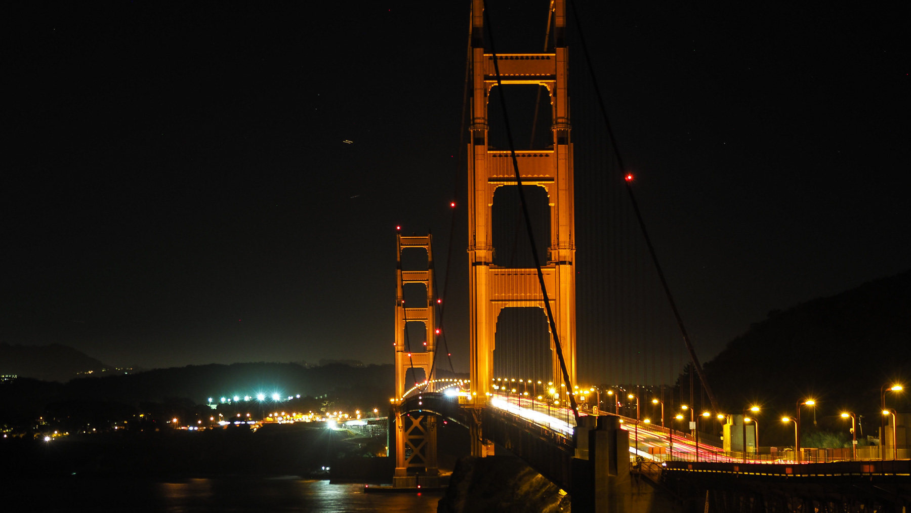 Golden Gate Bridge bei Nacht