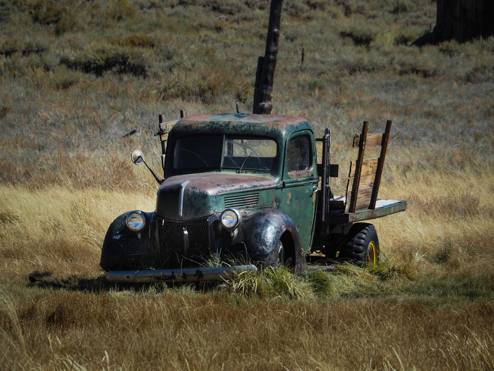 Verlassener Truck in der Sierra Nevada