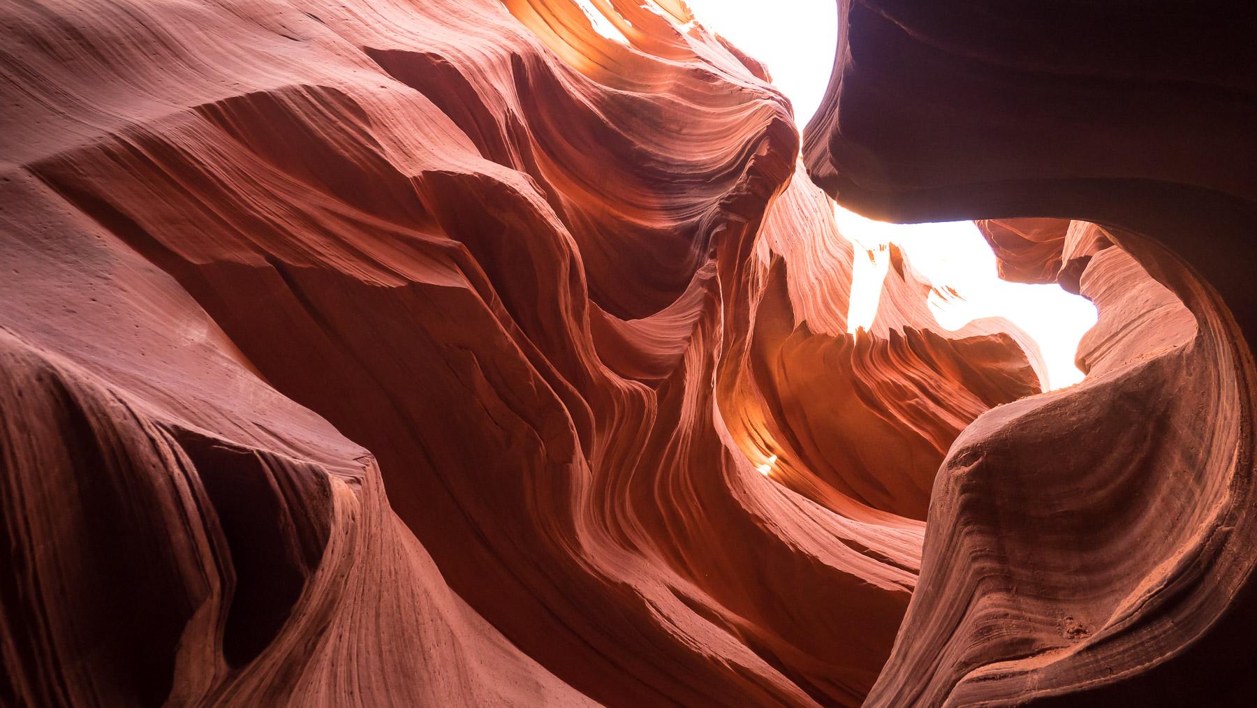 Licht und Schatten in den roten Sandsteinformationen