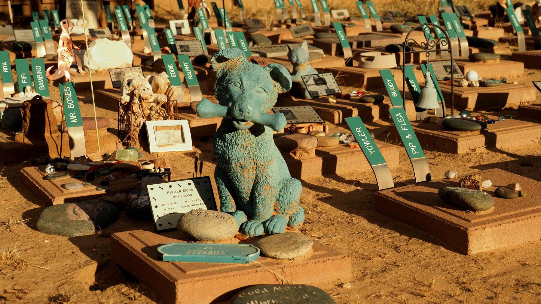 Angels Rest – riesiger Haustierfriedhof in einem Canyon, teils kitschig, teils berührend