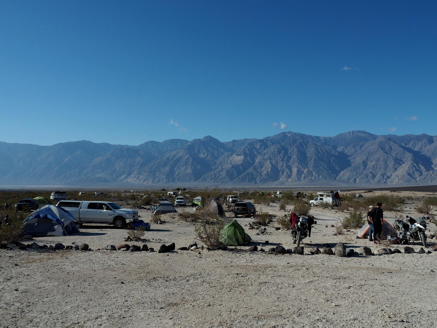 Wild verstreuter Campground an den Warm Springs