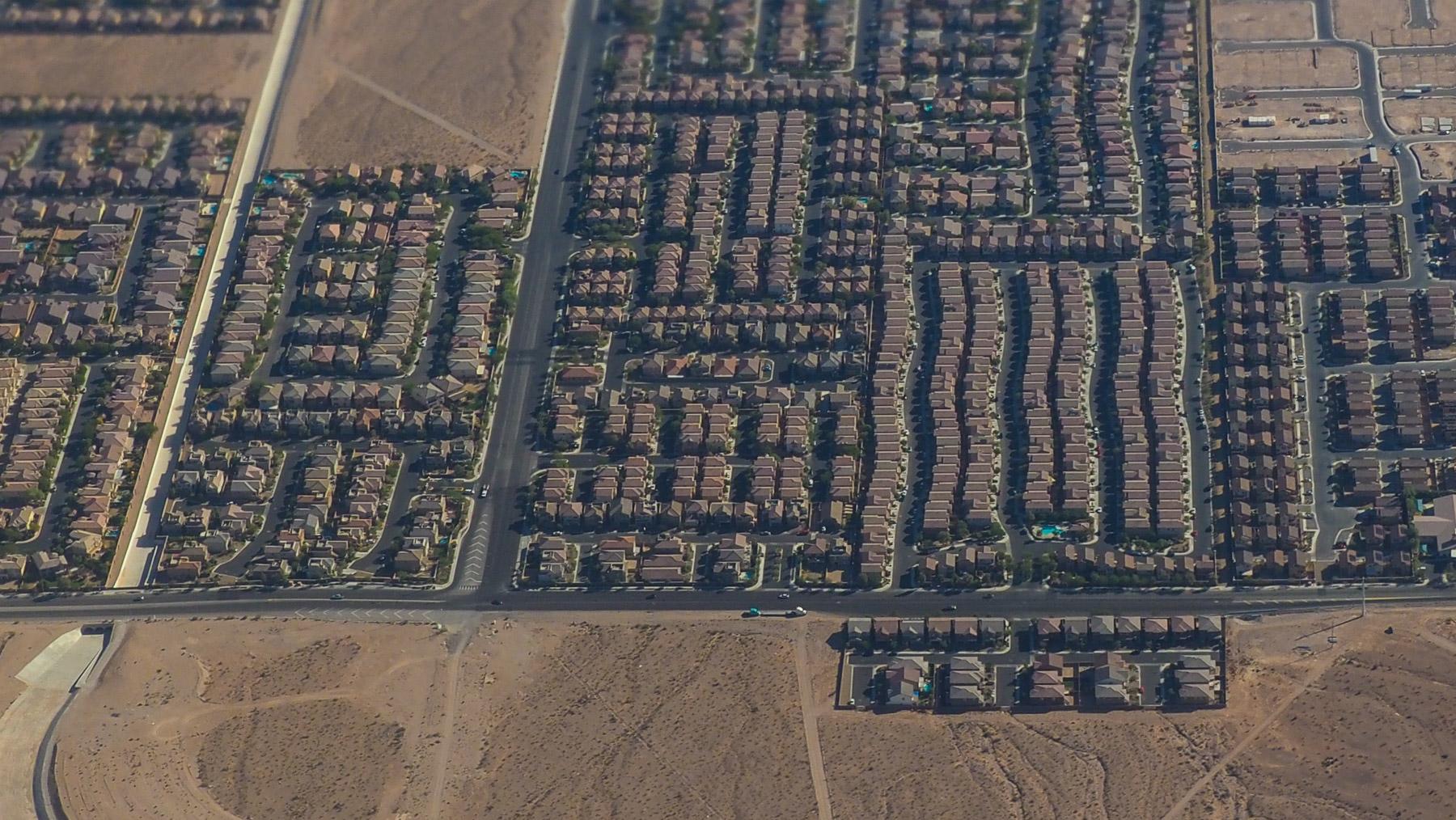 Die Wohnsiedlungen von Las Vegas  in der Wüste - eher trostlos