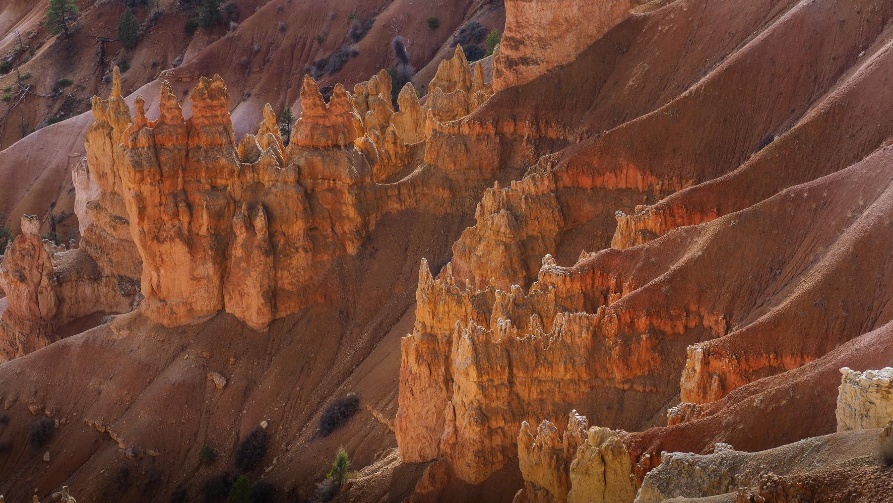 Sandsteintürmchen die sich immer mehr zu Sandhaufen erodieren
