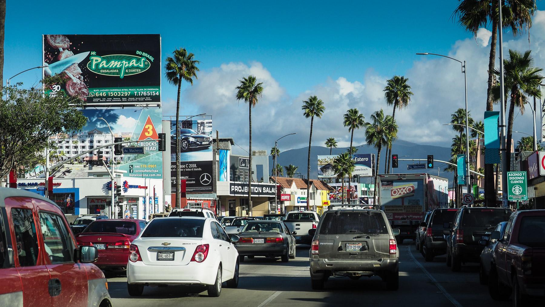 Viel Verkehr in Ensenada