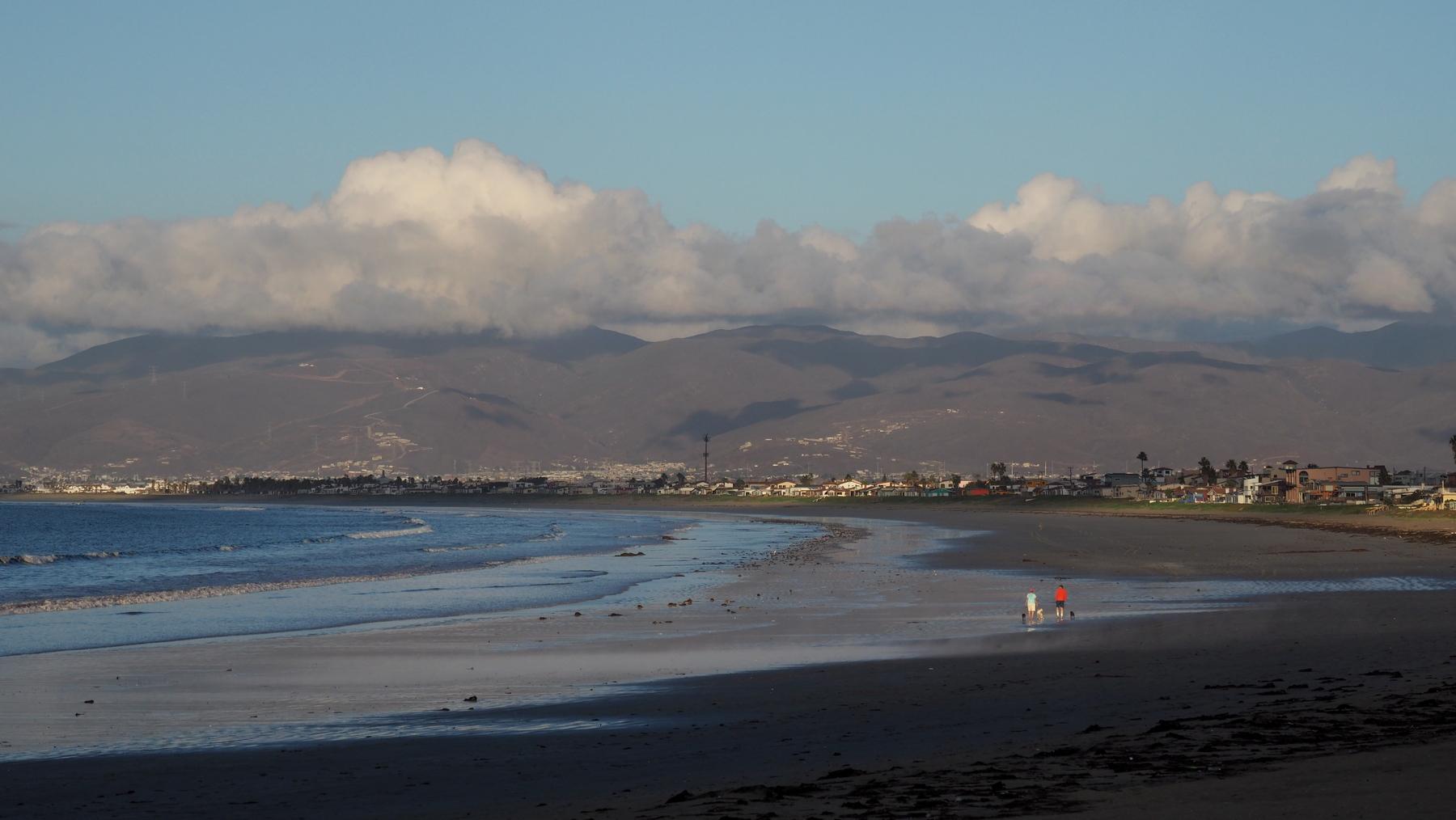 Riesiger Strand mit heißen Quellen