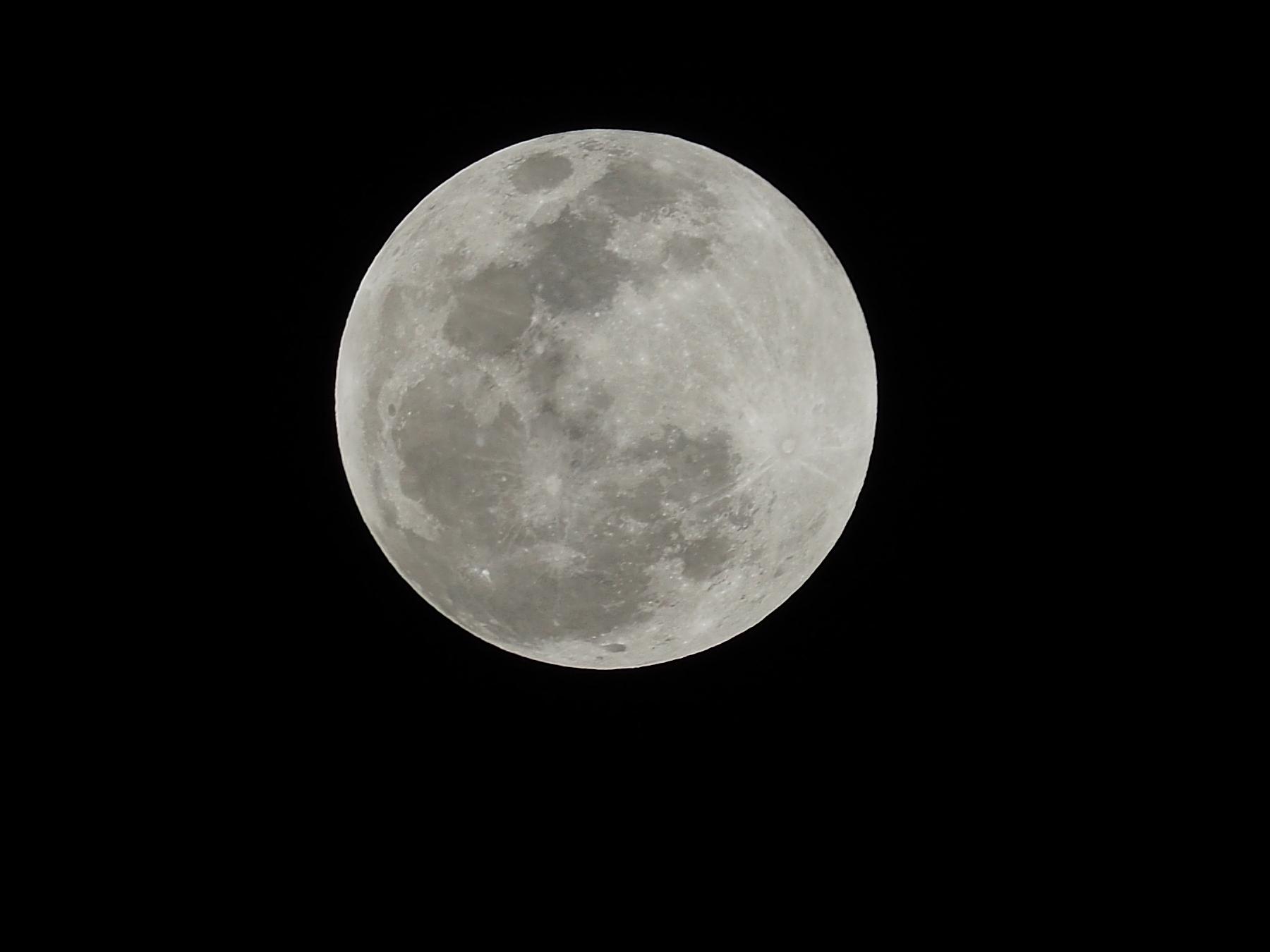 Der Mond ist doch nur eine nackerte Kugel