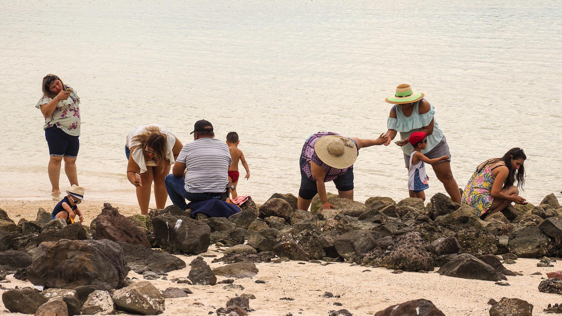 Mexikanische Familien am Strand