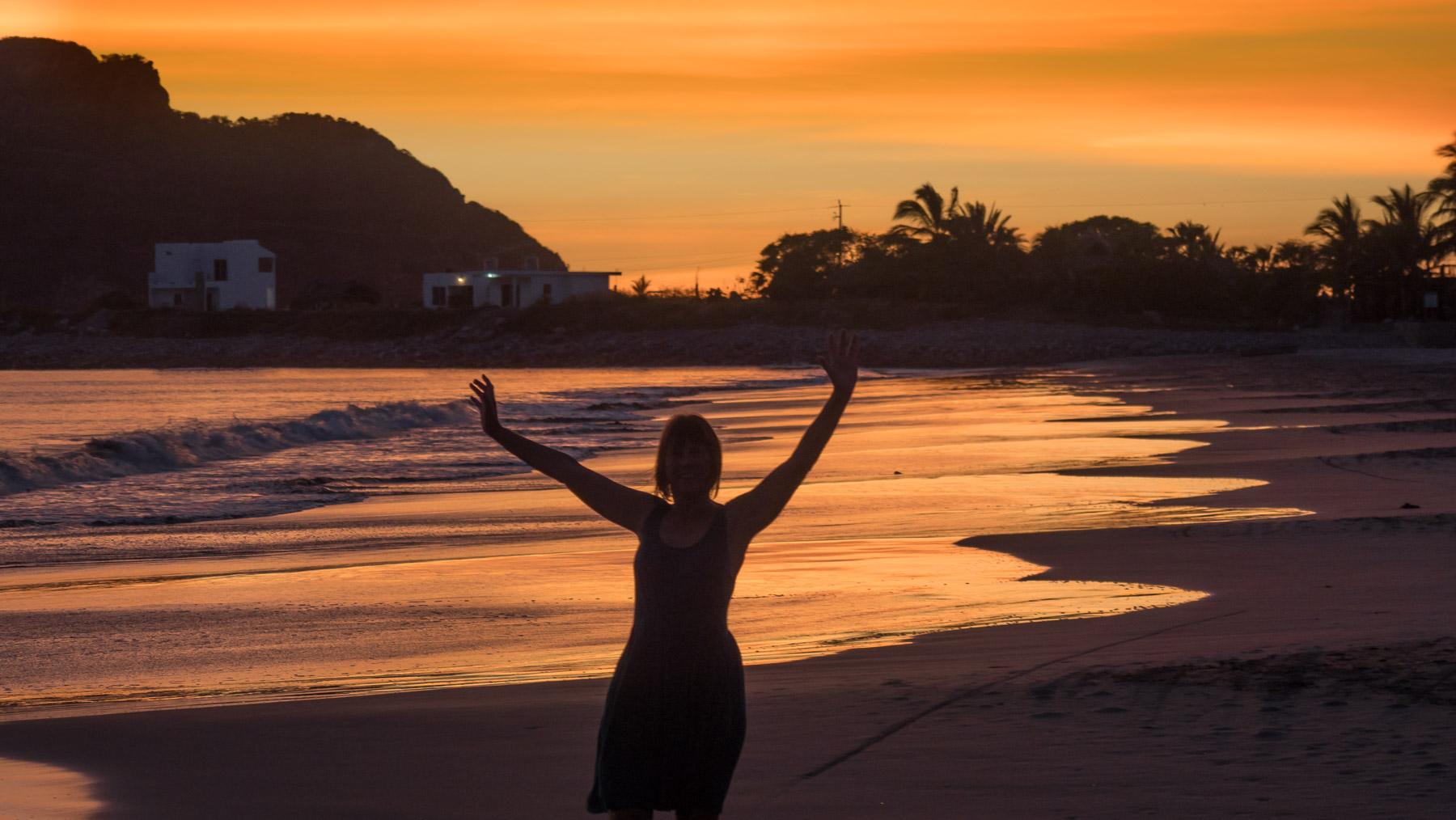Ausgelassene Stimmung und Tanzen am Strand