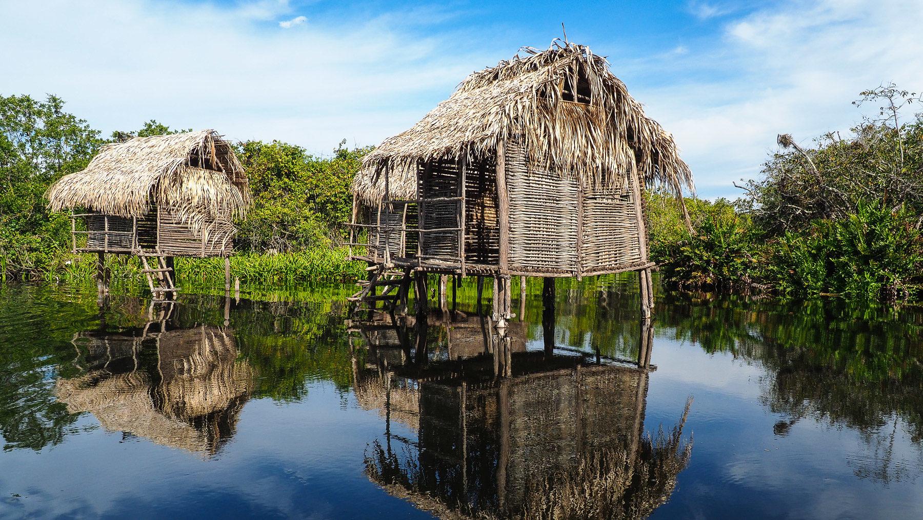 Fotogene Sumpfhütten
