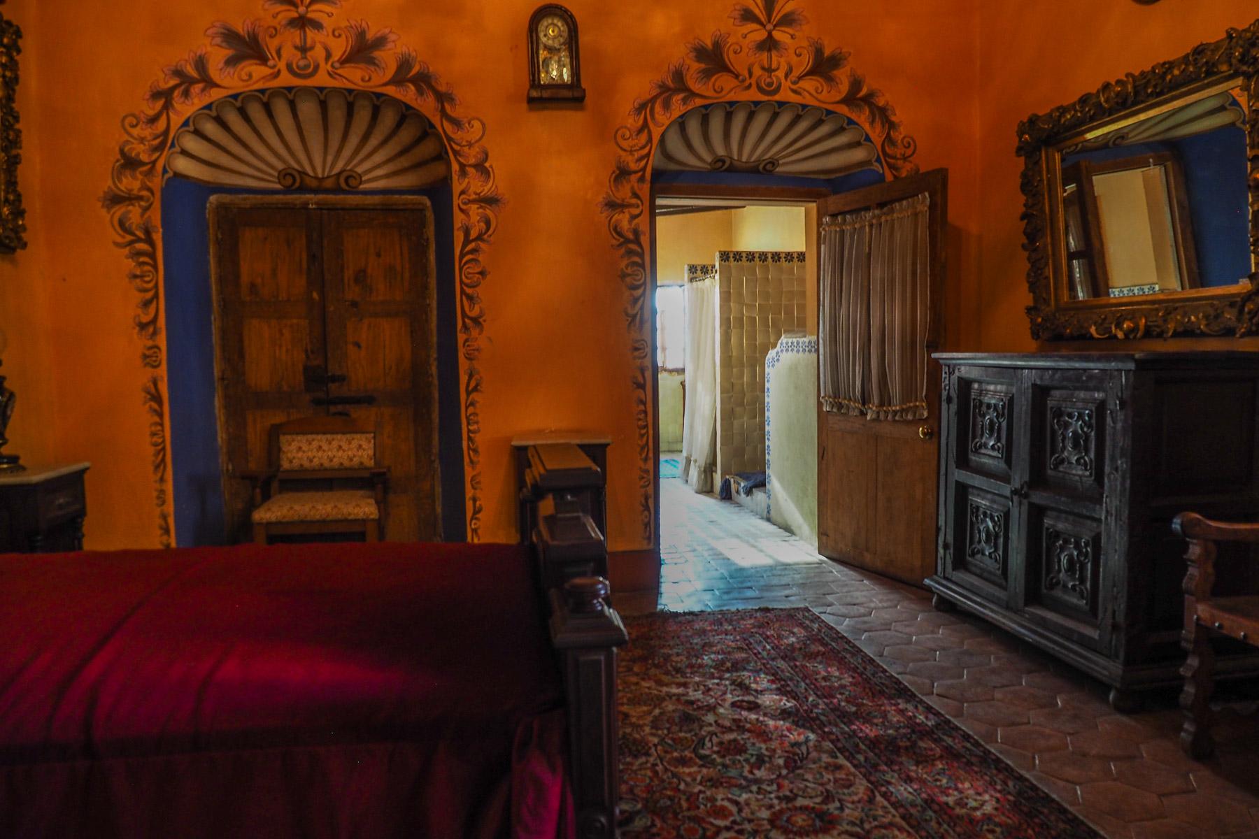 Schlafzimmer in schönen warmen Farben