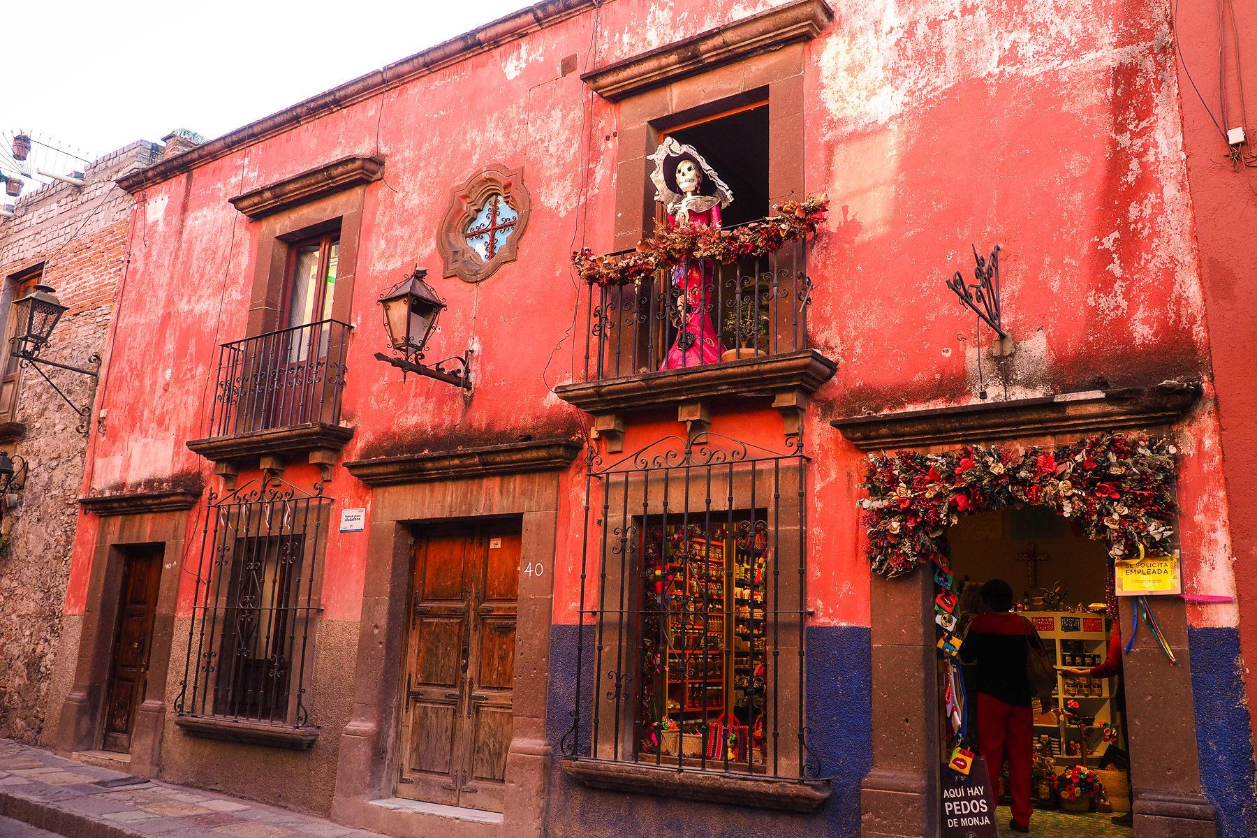 Lustige, skurrile, kunstvolle und interessante kleine Geschäfte in San Miguel