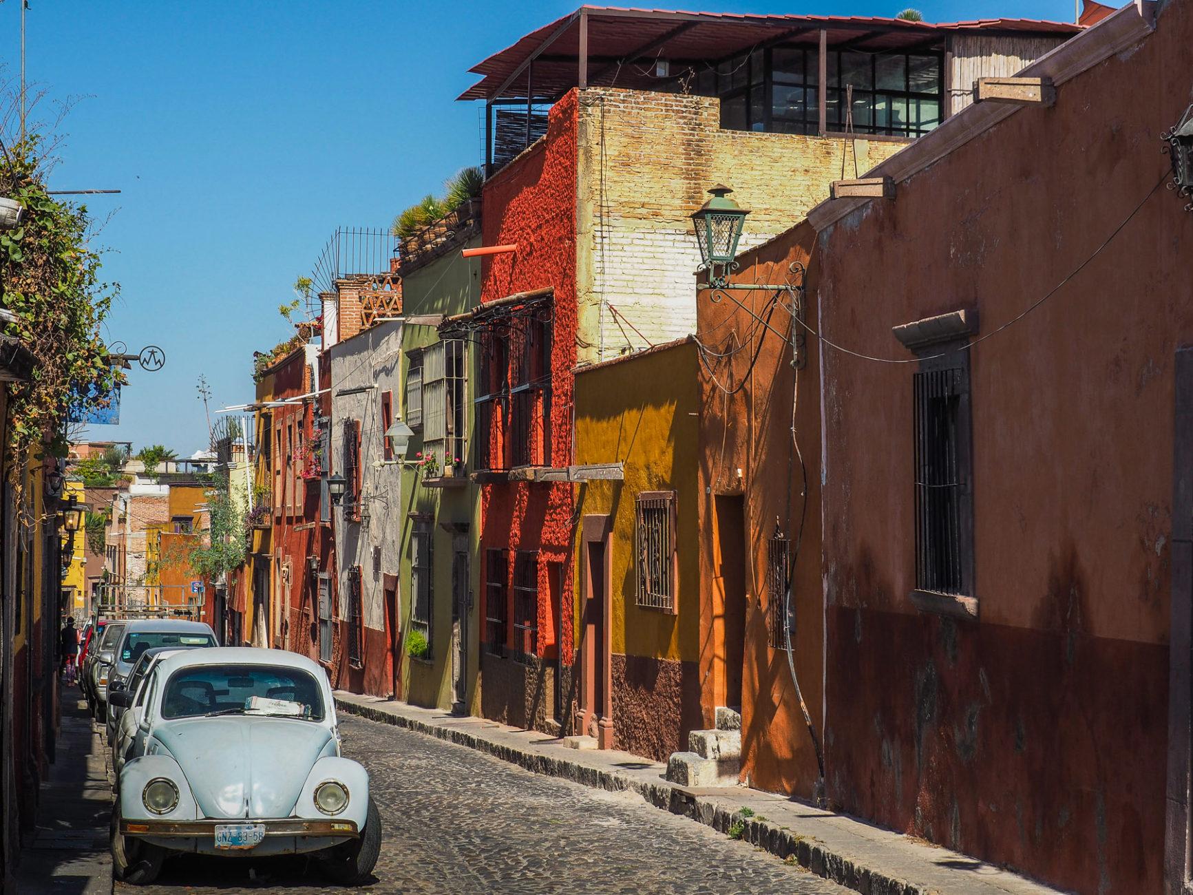 Viele alte VW Käfer sieht man in den Straßen von Mexiko