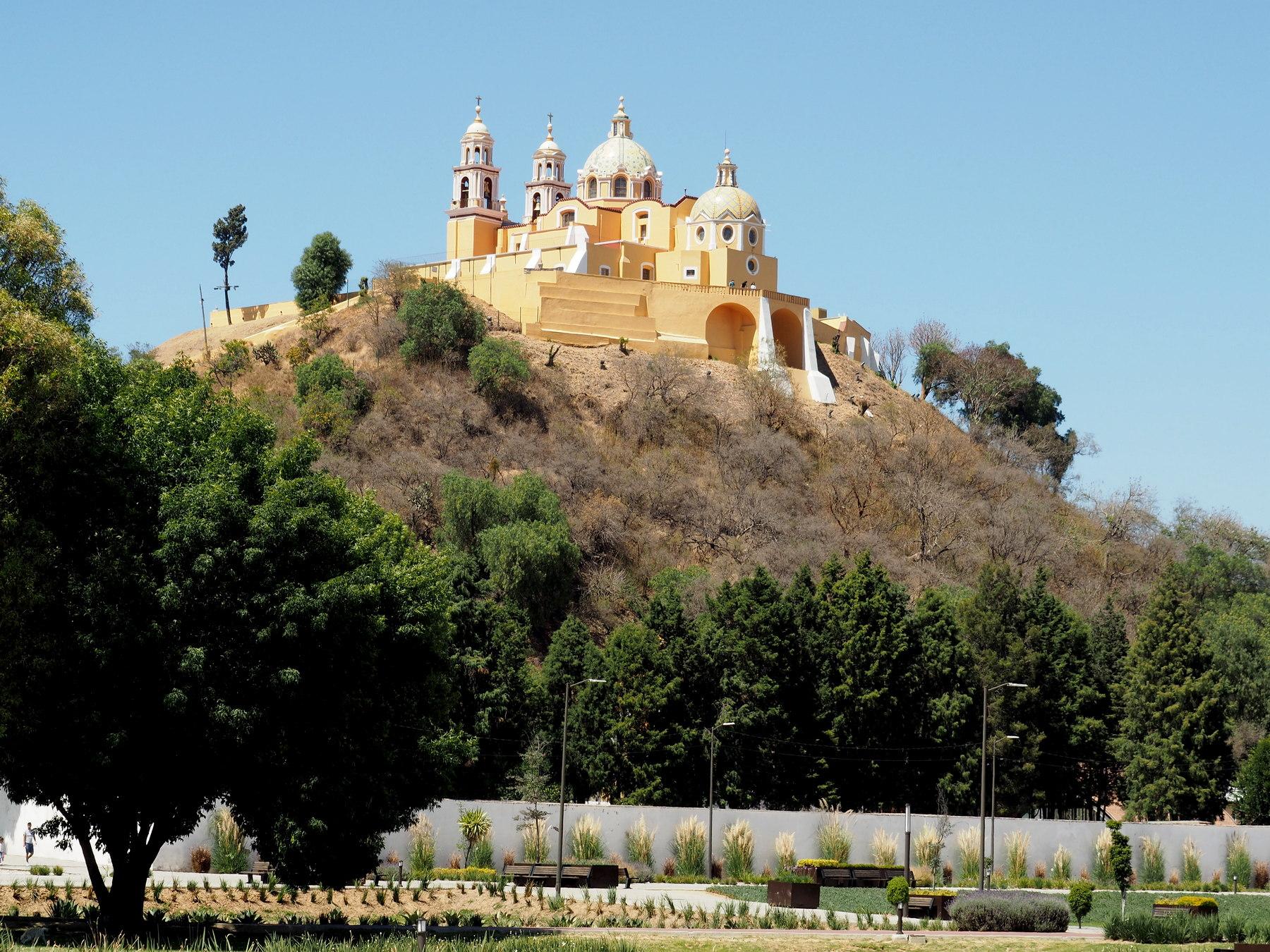 Kirche auf Pyramide