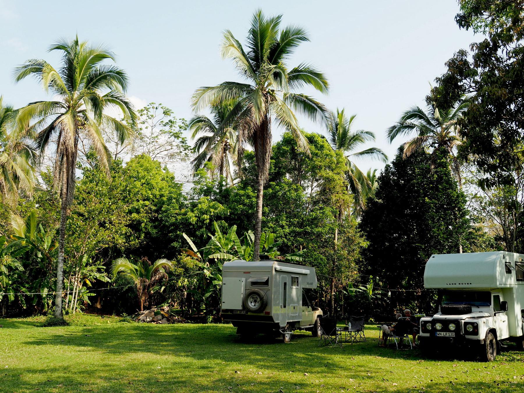 Schöner Campground am Fluss