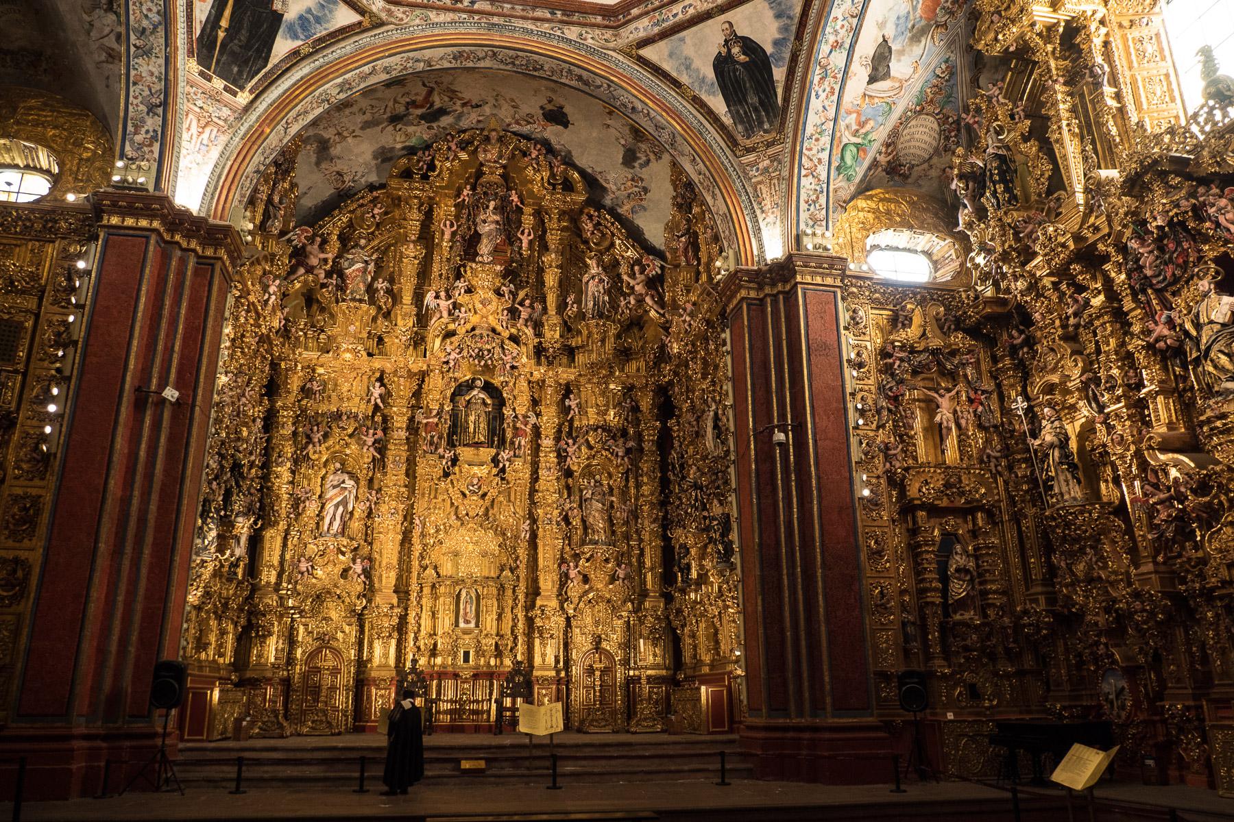 In der kleinen Kirche: Gold wohin das Auge blickt