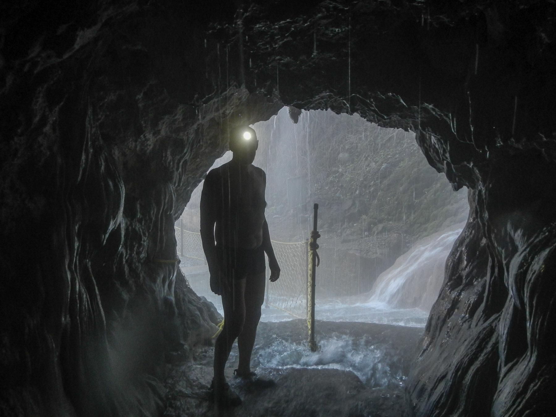 Das Alien betritt die Höhle