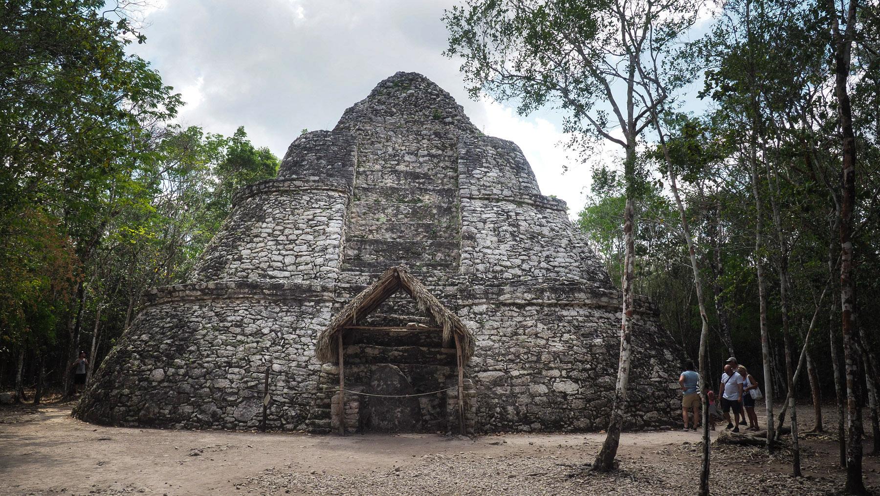 Die Pyramide mit abgerundeten Ecken ist was besonderes in Coba