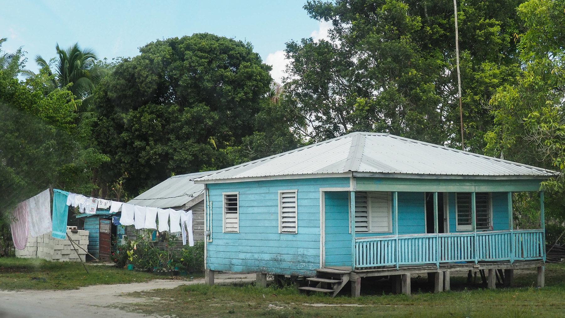 Einfache, saubere Häuschen in Belize