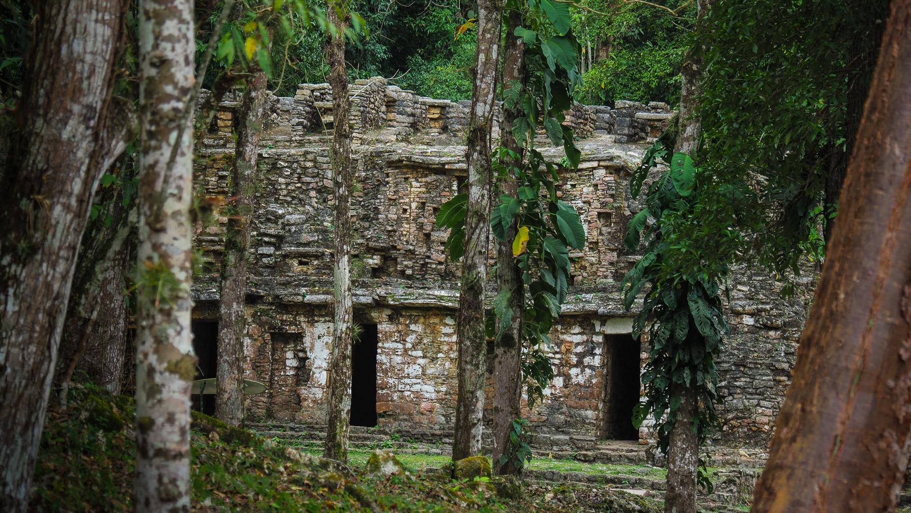 Mit dem Boot zu den abgelegenen Ruinen Yaxitlan