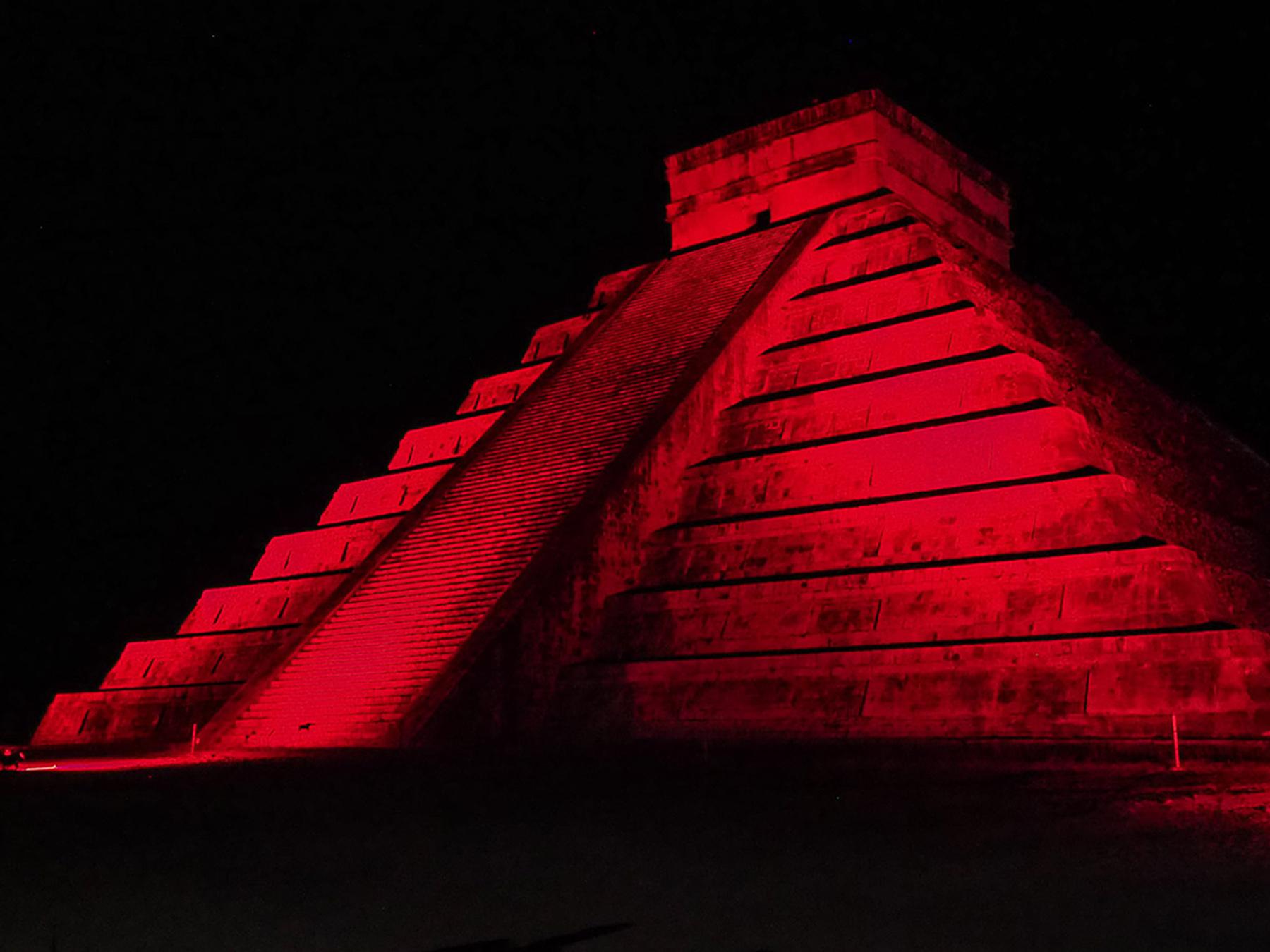 Weltkulturerbe Chichen Itza bei Nacht