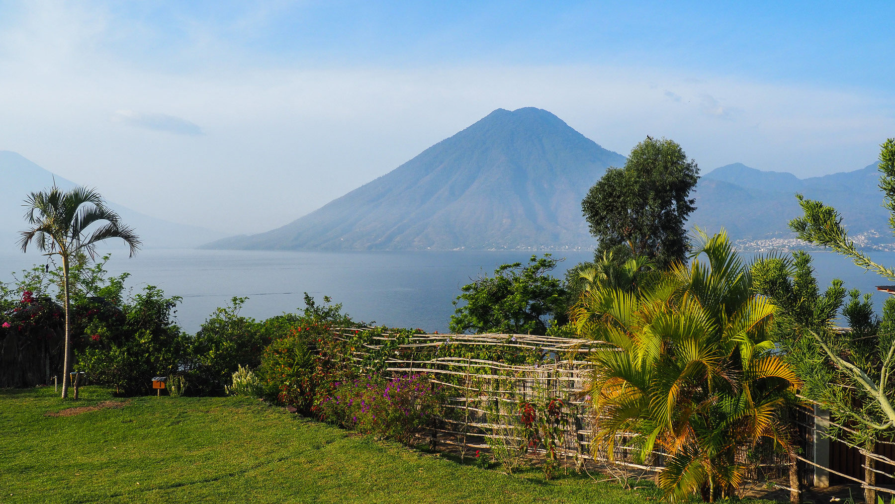 ... mit Ausblick auf 4 Vulkane, hier der Don Pedro