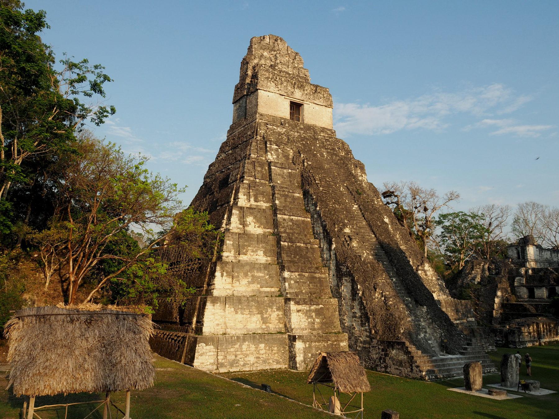 Steile Tempel, ein Wahrzeichen von Tikal